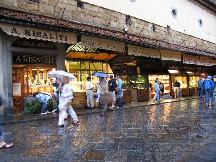 Понте Веккьо – средневековый мост магазинов