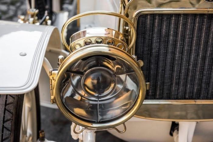 Компания Skoda восстановила 110-летний спортивный автомобиль