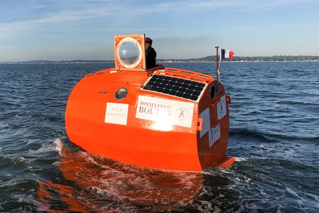 Француз Жан-Жак Савен пересечет Атлантический океан внутри бочки
