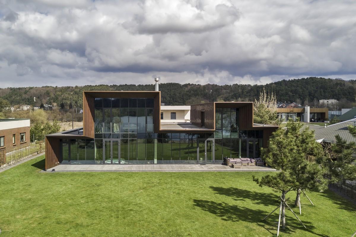 Частный дом с повышенной степенью уединения в Каунасе