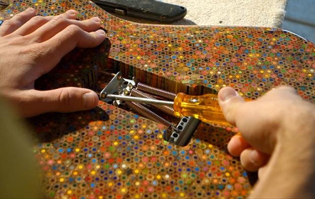 Gitár 1200 színes ceruzából
