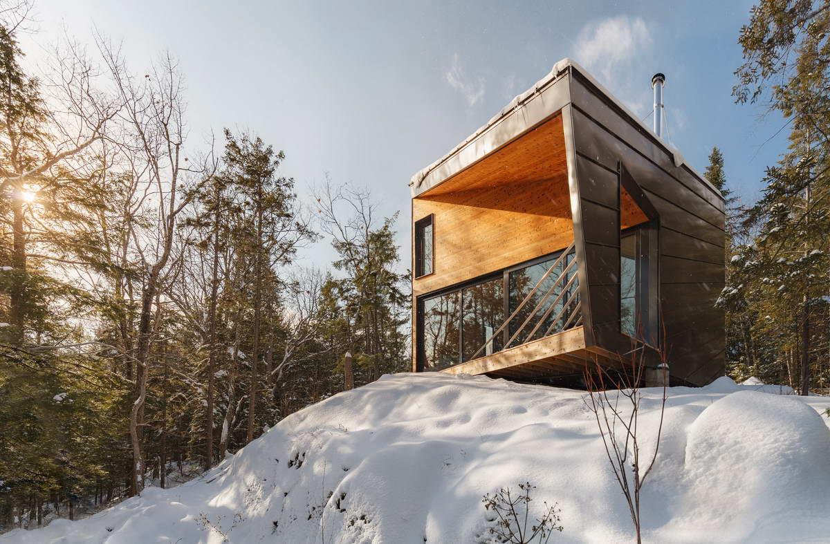 Лесной домик на скале в США