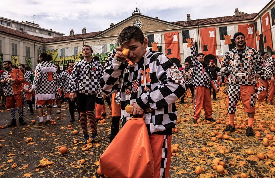 A narancsok éves csata Olaszországban