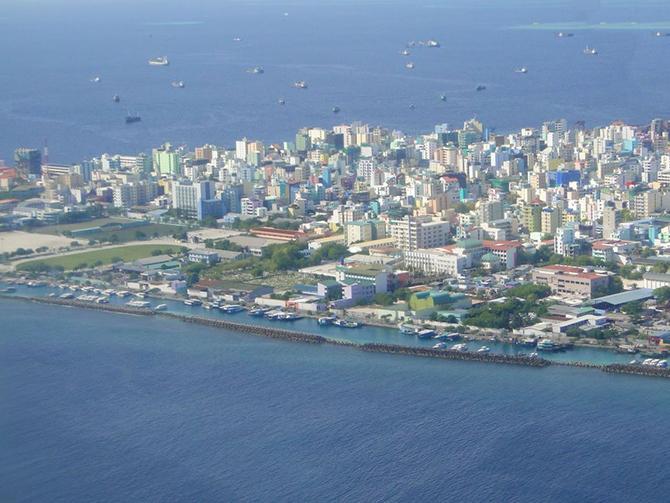 Férfi város az óceánban