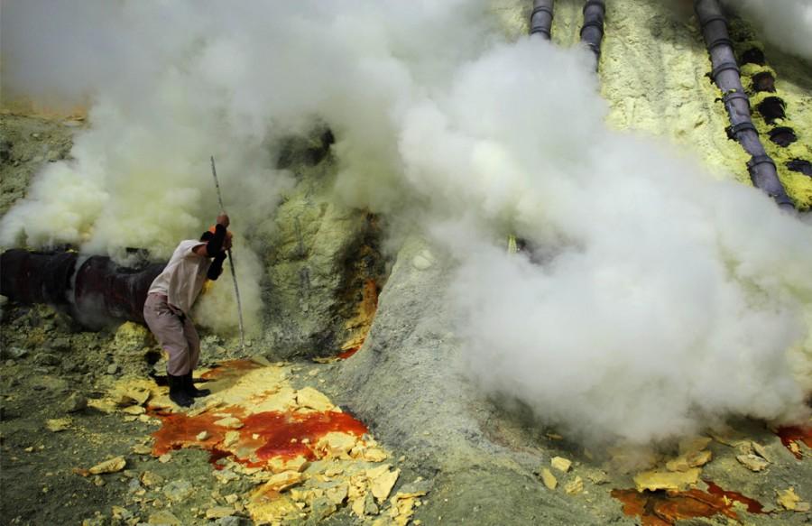 Hogyan bányászik a kén Indonéziában