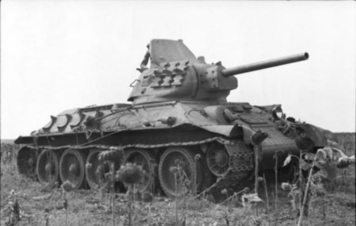 Зачем на танки крепили дополнительные гусеницы во время Второй мировой войны