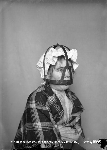 A szégyen maszkja - egy hosszú nyelvű büntetés