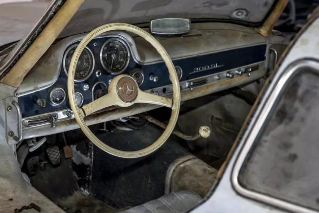 Уникальный Mercedes-Benz 300SL Gullwing простоял 60 лет в гараже