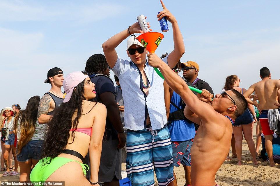 Ежегодное празднование весенних каникул в Техасе