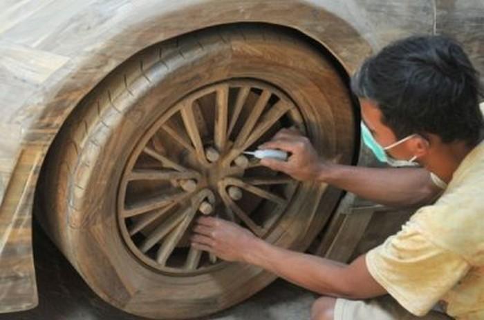 Bugatti Veyron из дерева
