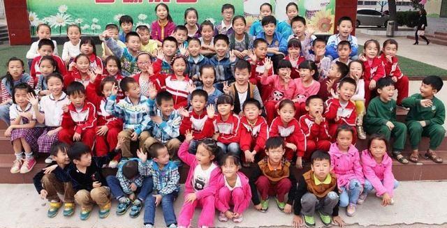 Начальная школа с 32 парами близнецов