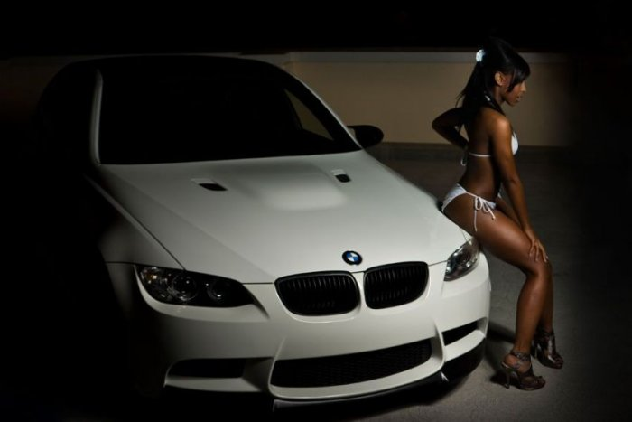 Симпатичные девушки и автомобили