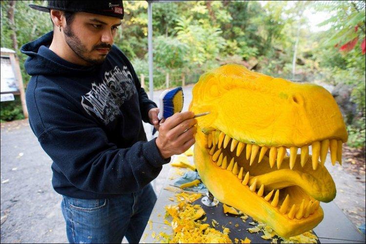 Тираннозавр из тыквы