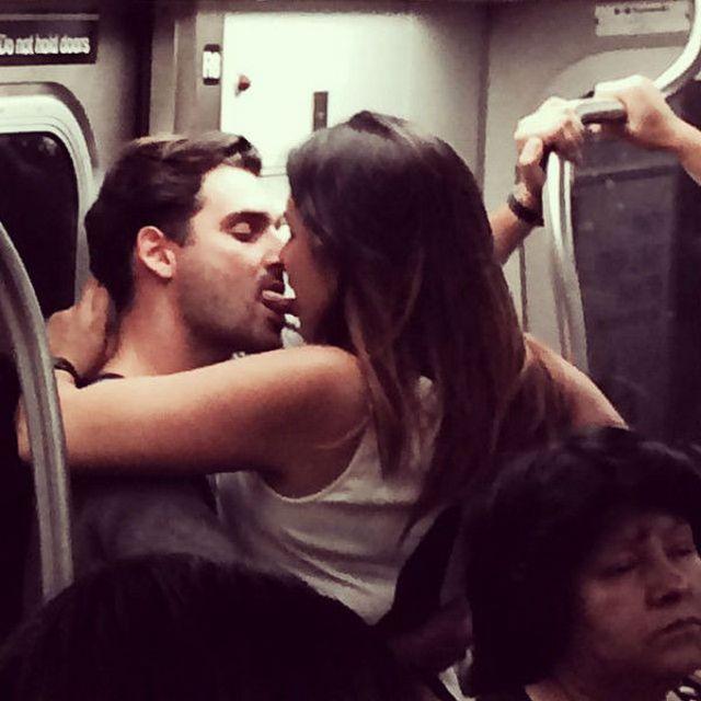 Когда обнимашки влюбленных заходят слишком далеко