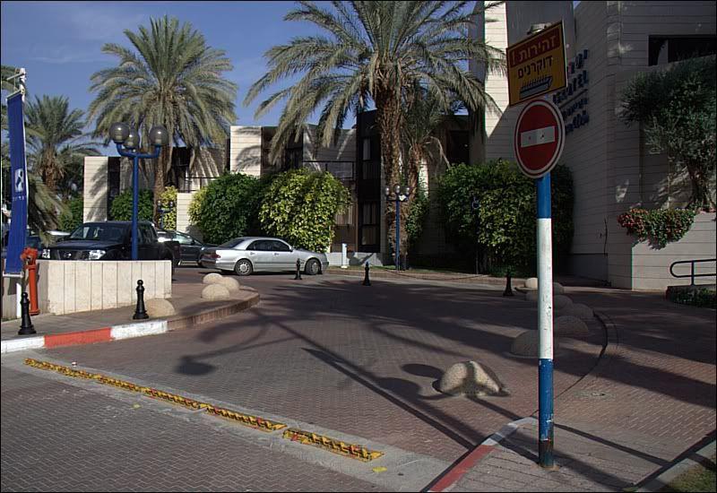 Израильского лежачего полицейского так просто не проскочишь