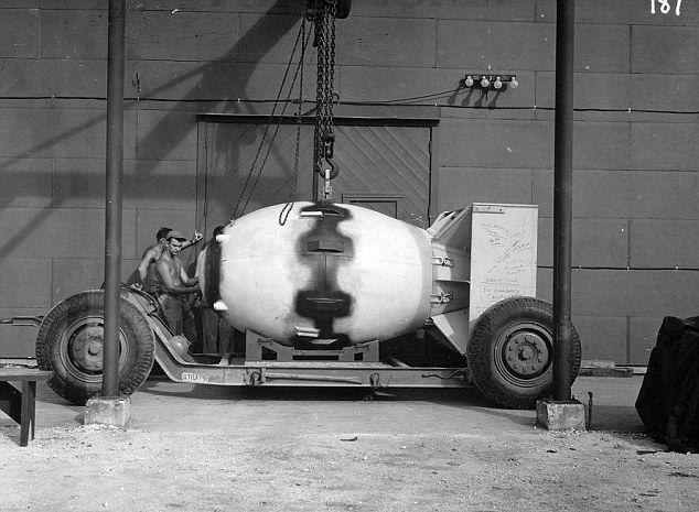 Подготовка американцев к сбросу бомб на Хиросиму и Нагасаки