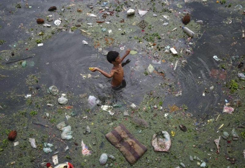 Купаться в индийской реке будет только самоубийца