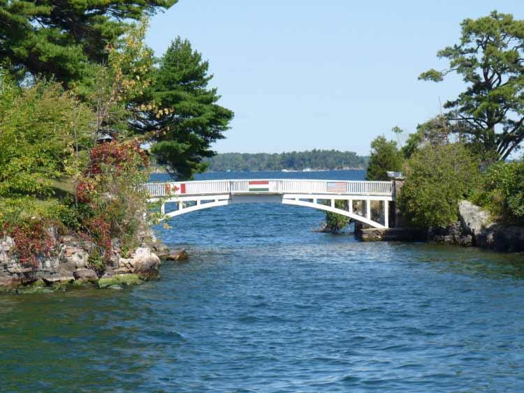 Самый короткий международный мост в мире