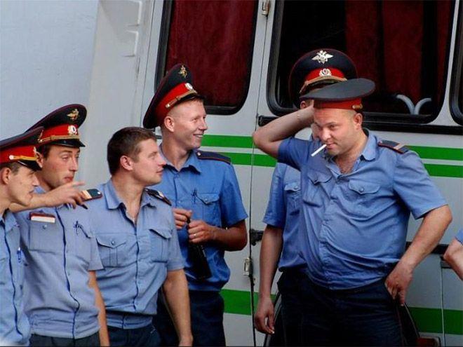 Сотрудники российской полиции на фото