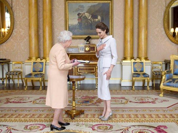 Анджелина Джоли теперь дама