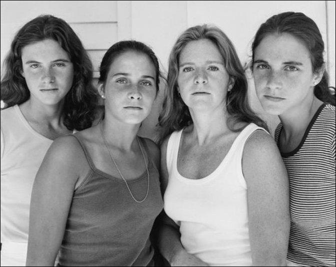 4 сестры фотографировались вместе на протяжении 40 лет