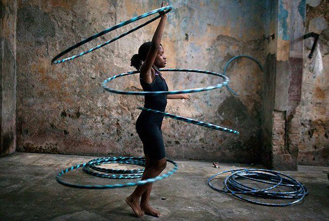 Дети на Кубе осваивают профессию циркача