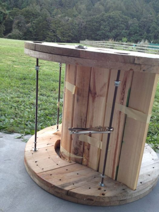 Кресло-качалка из большой катушки