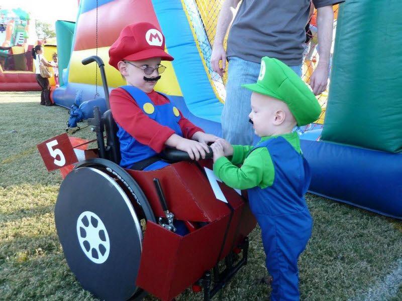 Веселые костюмы на Хэллоуину для сына-инвалида