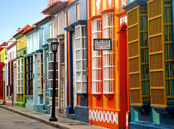Яркие и красочные здания