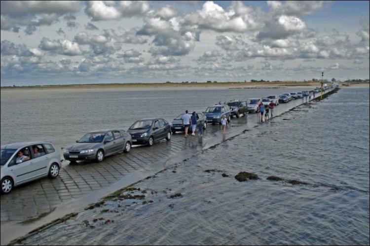 Дорога под водой