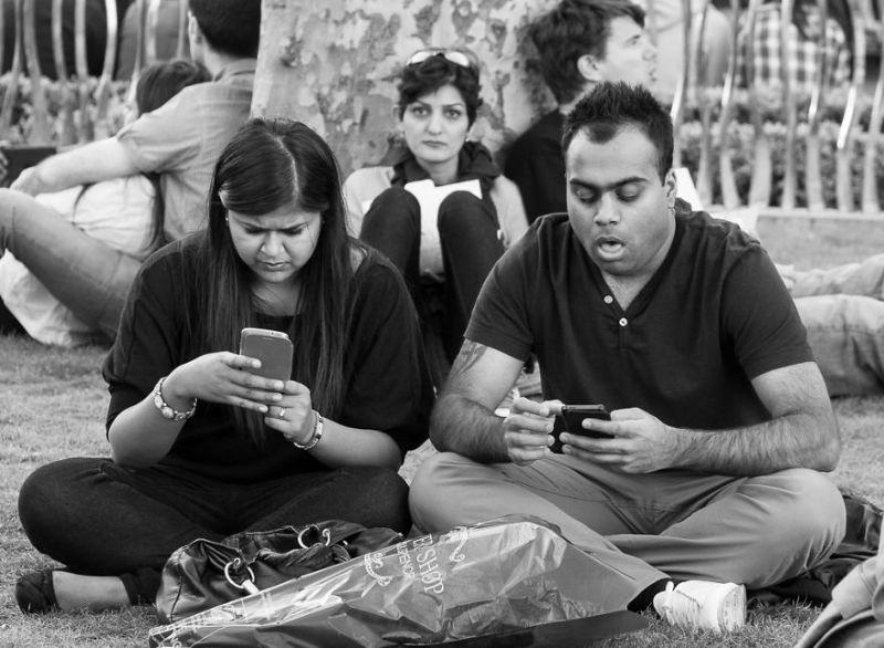 Смартфоны практически убили живое общение