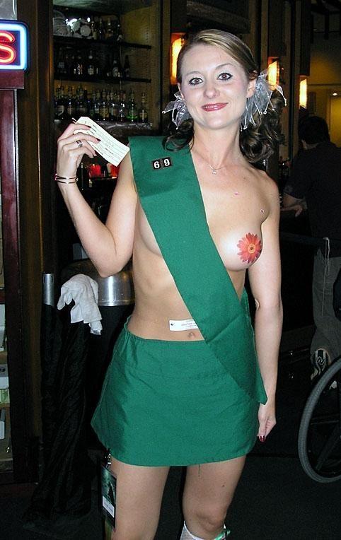 Костюмы в честь Хэллоуина с минимумом одежды