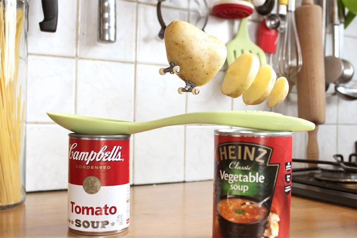 Фрукты и овощи катаются на скейте