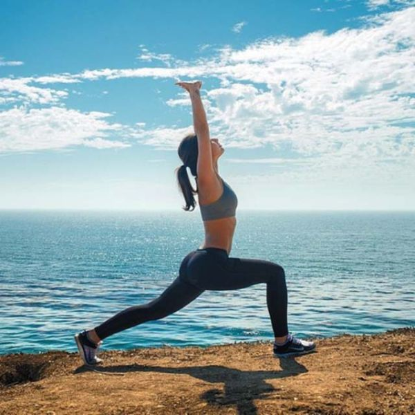 Красивые девушки и йога в их исполнении