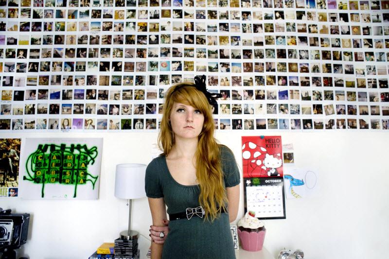 Молодые девушки и их комнаты