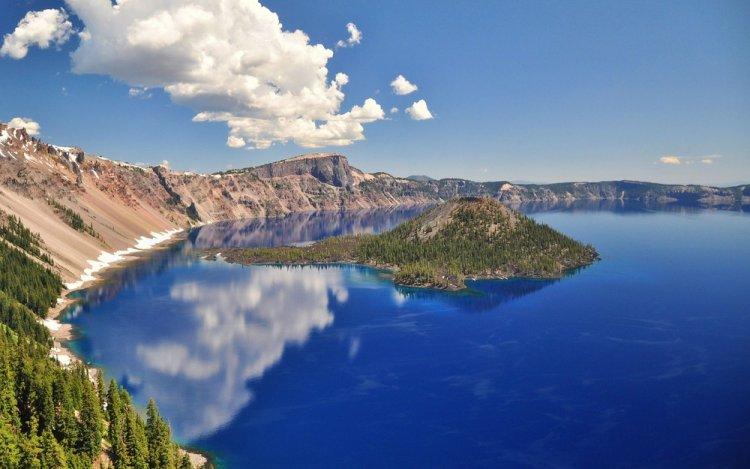 Озеро в кратере утихшего вулкана