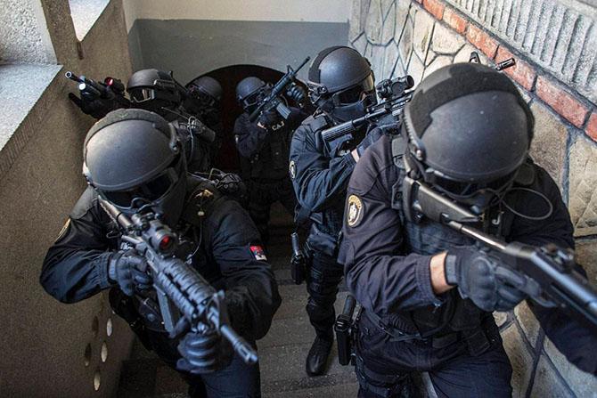 Применение оружия полицией против населения