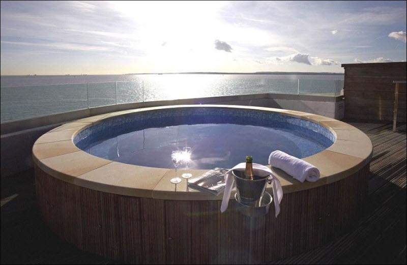 Удивительный отель-форт в океане