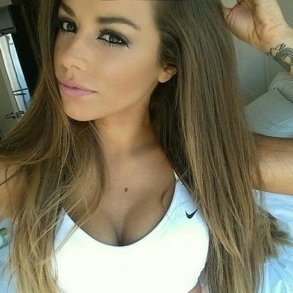 Красивые девушки и их округлые формы