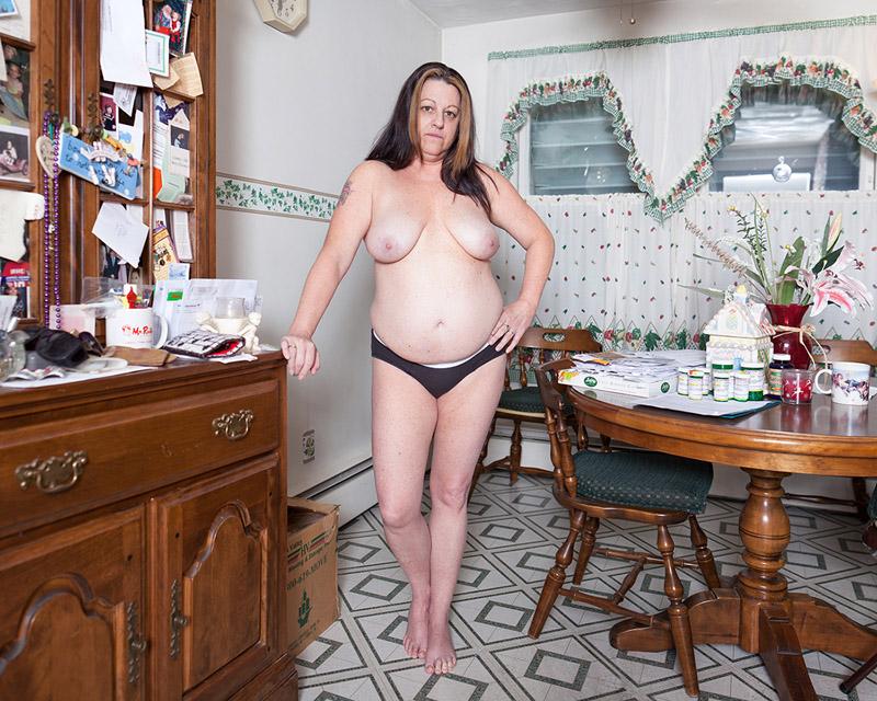 Разные женщины в домашней обстановке