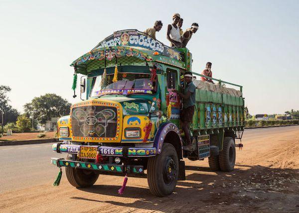 Расписные автобусы из Индии