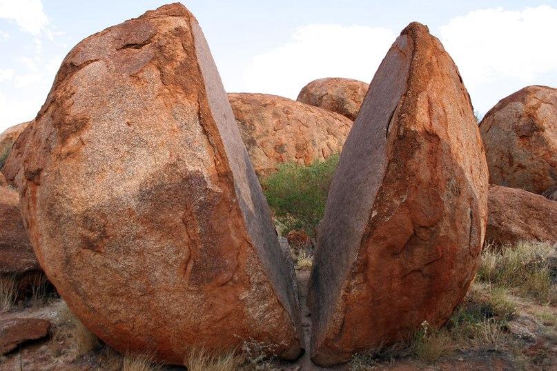 Дьявольские камни Карлу-Карлу в Австралии