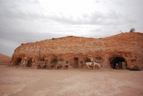 Опаловый подземный город Кубер-Педи в австралийской пустыне