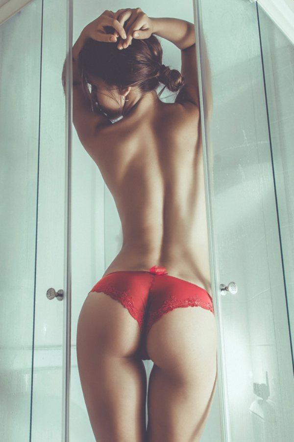 Красивые девушки и их красивые спины