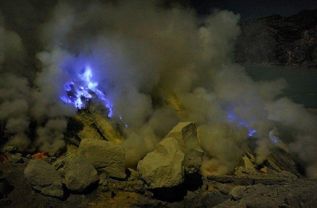Светящийся вулкан