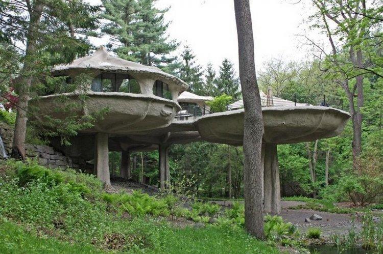 Дом в форме грибов