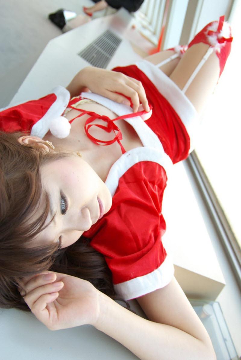 Красивые девушки в рождественских нарядах