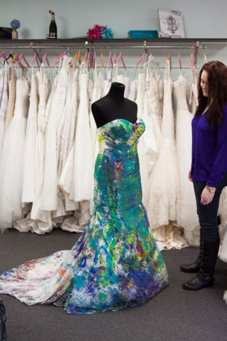 Американка избавилась от депрессии, испортив свадебное платье