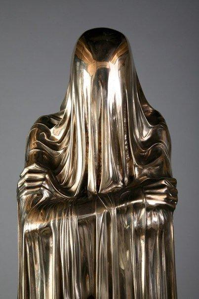 Необычные скульптуры из бронзы и мрамора