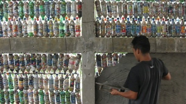 25 креативных применений пластиковых бутылок